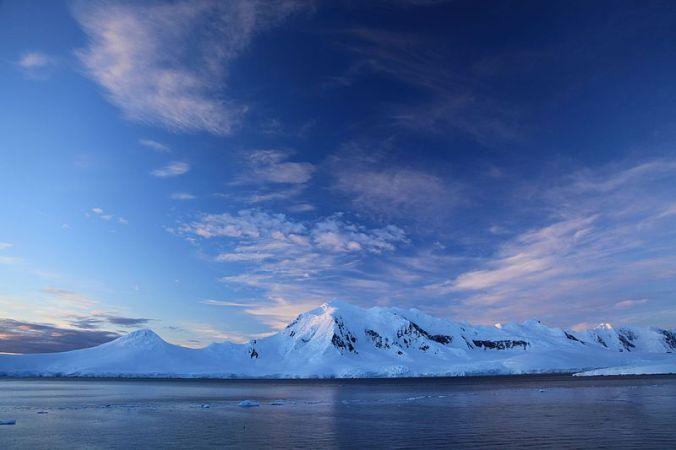 Port_Lockroy,_Antarctica_on_a_summer_evening